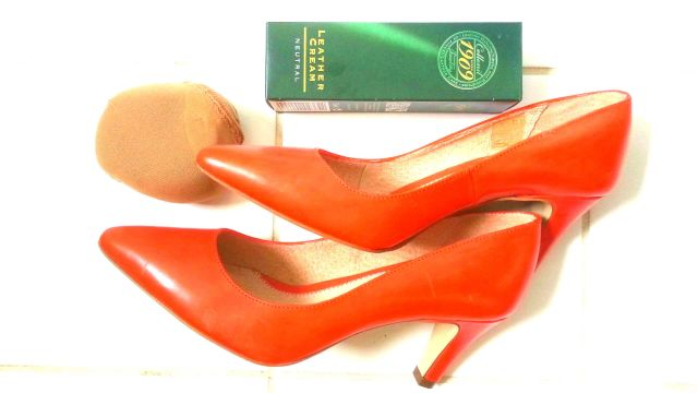 Verkleurde schoenen door zon