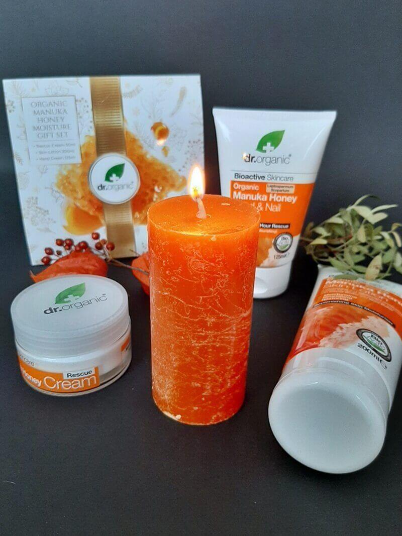 Win! Dr. Organic Manuka Honey December Giftset 15 dr. organic Win! Dr. Organic Manuka Honey December Giftset Huidverzorging