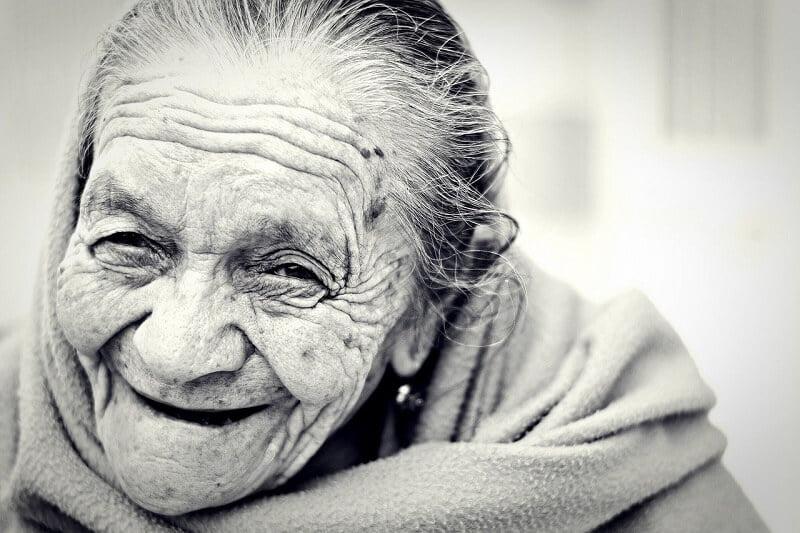 """15 Dingen waardoor je merkt dat je een dagje """"ouder"""" wordt... 3 ouderen 15 Dingen waardoor je merkt dat je een dagje """"ouder"""" wordt..."""